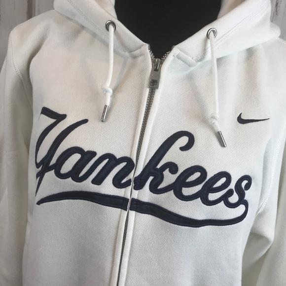 best loved 1772c e4cd6 Brand New Plus Size White Nike Yankees Sweatshirt